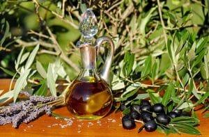 Olive Oil on Vag Lips, should I use it?